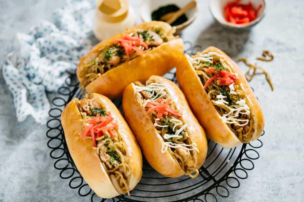 4 yakisoba filled hot dog buns