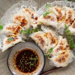 Pan-fried Gyoza with Crispy Lattice Coating