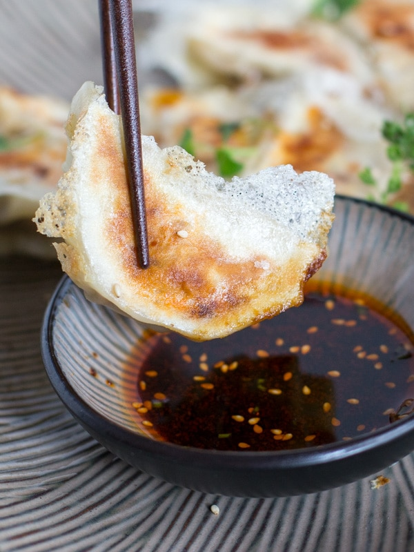 Pan-fried Gyoza with Crispy Lattice Coating