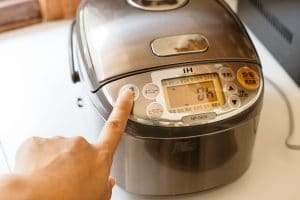 setting the rice cooker to keep warm