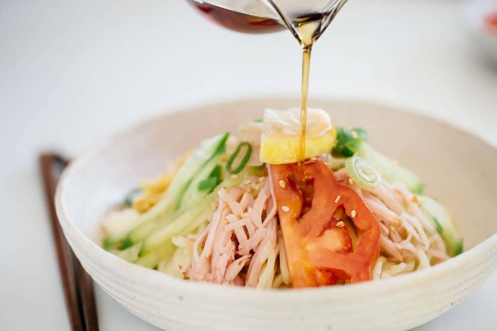 pouring sauce over Hiyaashi chuka