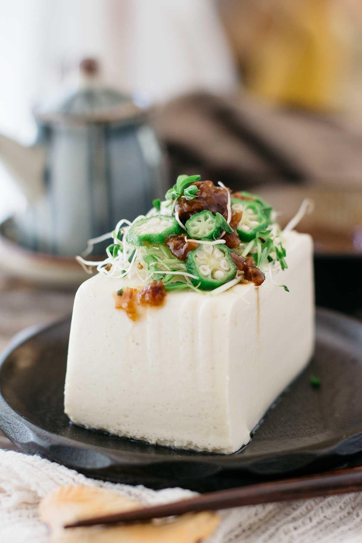 Hiyayakko-with-okura-and-wmeboshi-sauce-3
