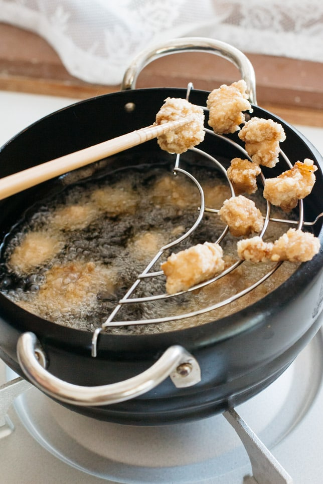 Pop corn chicken had been just deep fried in a deep frying pan.