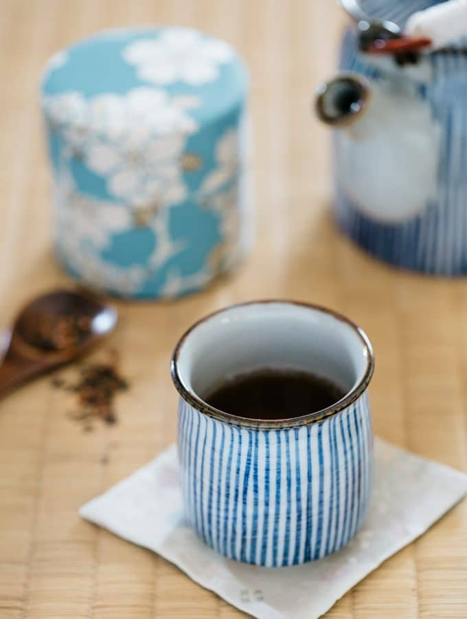 Hojicha brewed in a Japanese tea cup