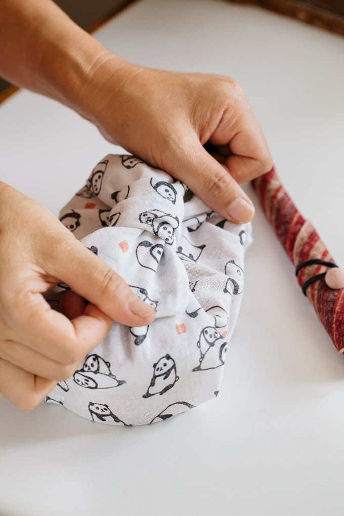 wrapping bento box with cloth and ribbon