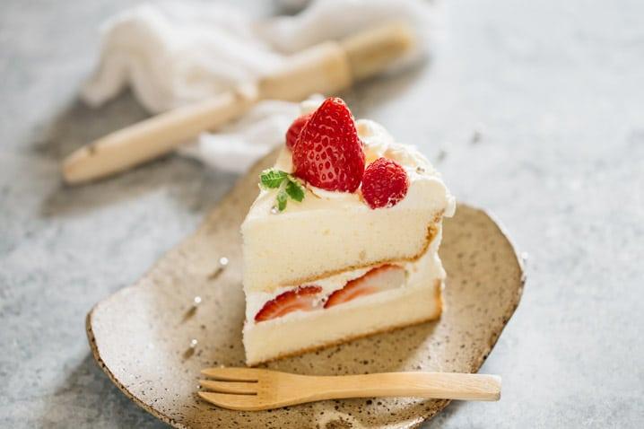 Astonishing Strawberry Shortcake Cake Japanese Version Chopstick Chronicles Funny Birthday Cards Online Aboleapandamsfinfo