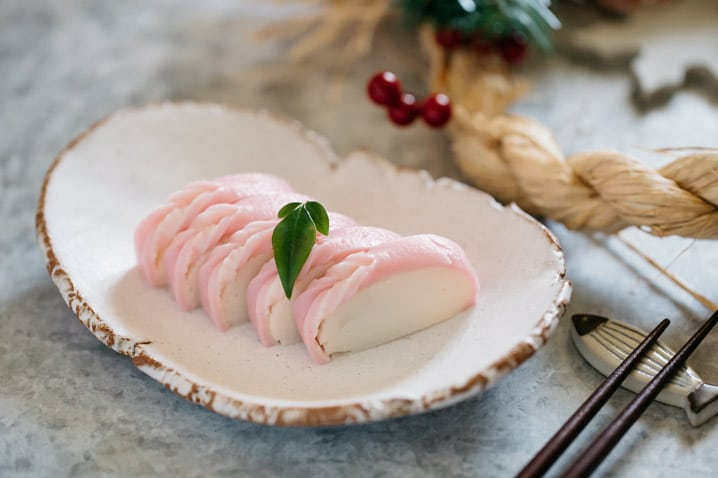 5 slices of kamaboko fish cake is on a plate