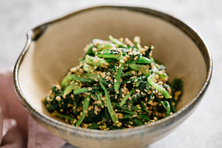 Spinach goma ae served in a Japanese mortar