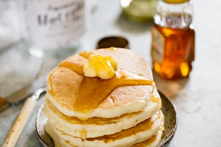 4 tires of Japanese hot cakes with butter and syrup drizzling