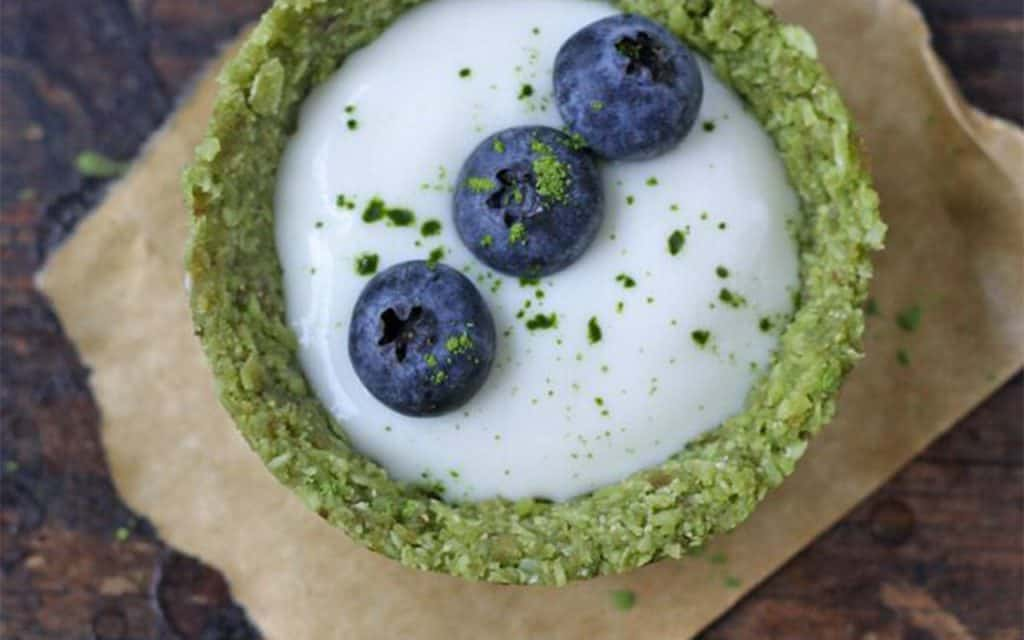 Matcha tarts crust with yogurt filling topped with blueberries
