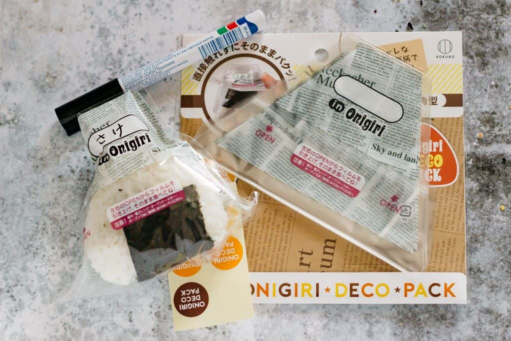 commercial onigiri wrapping films and onigiri wrapped with it
