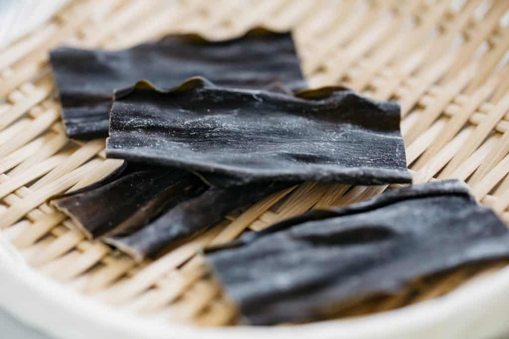 4 pieces of Kombu kelp on a bamboo tray
