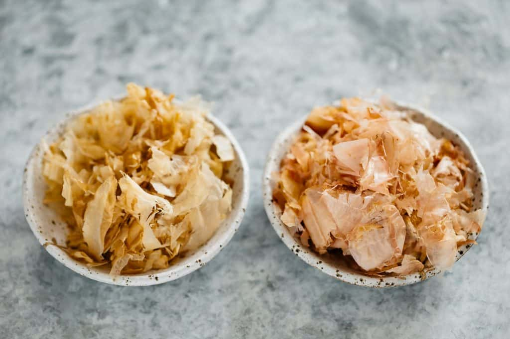 old kezuribushi on the left and fresh pinkish coloured Kezuribushi on the right in small bowls