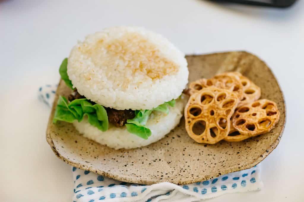 Yakiniku rice burger served with renkon chips