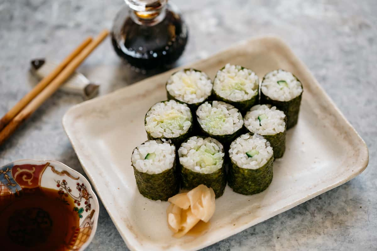 9 pieces of avocado and cucumber hosomaki rolls