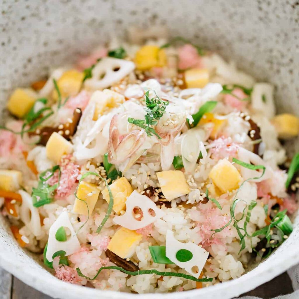 Chirashi bowl up close image