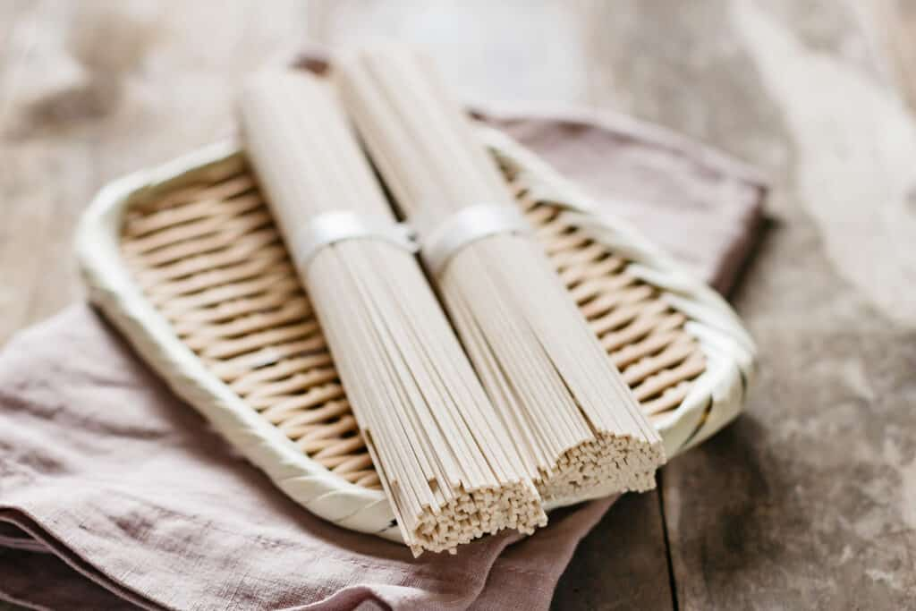 2 servings of dried soba noodle on a bamboo tray